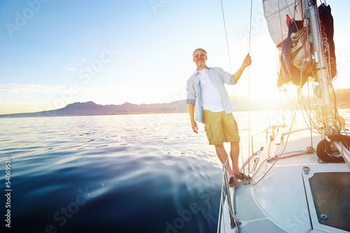 Deurstickers Ontspanning sunrise sailing boat