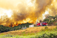 Huge Forest Fire Threatens Hom...