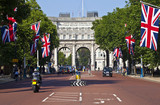 Fototapeta Londyn - The Mall and Admiralty Arch in London