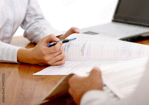 Fototapeta businesswoman giving you the pen and the contract to sign obraz