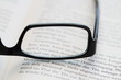 Brille mit Buch