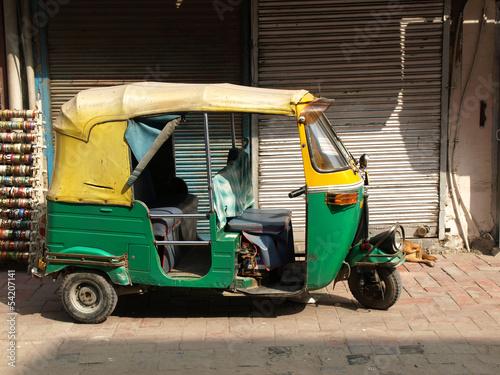 Foto auf Gartenposter Delhi rickshaw taxi