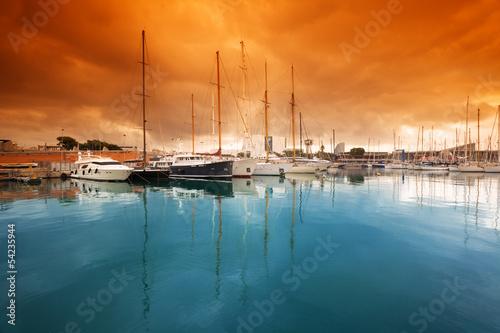 Stickers pour portes Orange eclat Port Vell - marina in Barcelona. Spain.