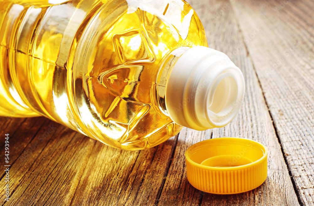 Fototapety, obrazy: Vegetable oil in plastic bottle closeup