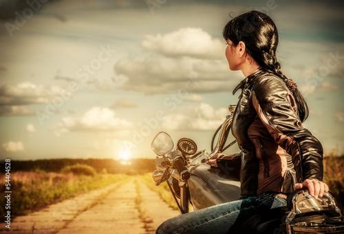 dziewczyna-na-motocyklu