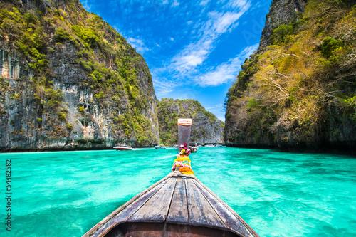 In de dag Asia land Wooden boat on Phi Phi island, Thailand.