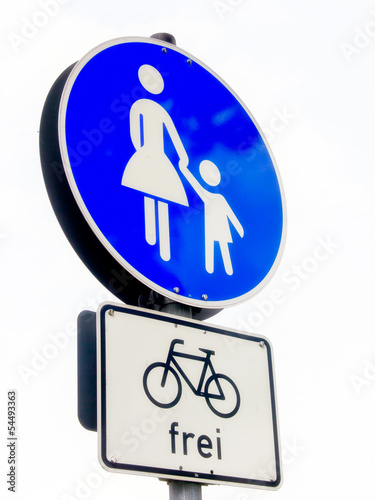 Fotografía  pedestrian sign and bicycles allowed germany 1