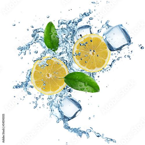 Foto op Canvas In het ijs Lemons in water splash