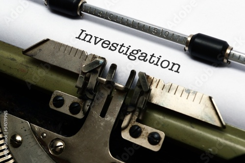 Fotografia  Investigation text on typewriter