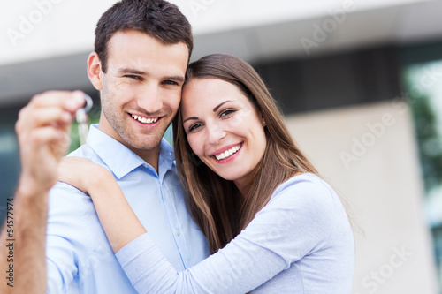 Fototapeta  Couple with keys to new home