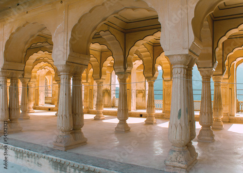 Fototapety, obrazy: Gallery of rimmed pillars in light sunshine at Jaipur's Amber Fo