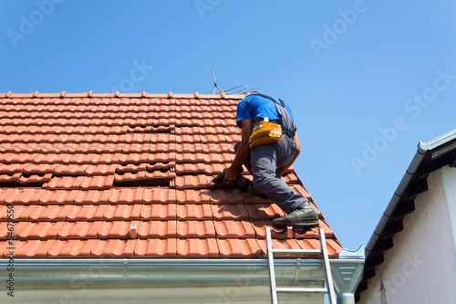 Fotografie, Obraz  Worker on the roof