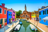 Wenecja punkt zwrotny, Burano kanał, domy, kościół i łodzie, Włochy - 54689742