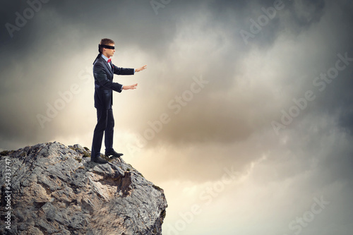 Photo Businessman in blindfold