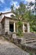 Kleine idyllische Kirche in Portugal auf dem Land