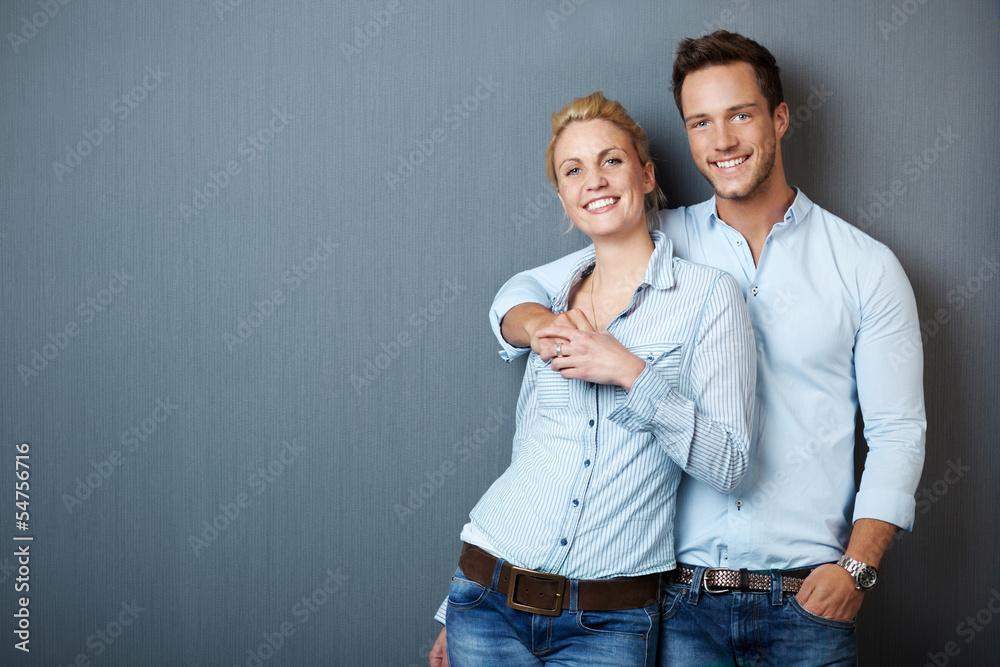 Fototapeta gl¸ckliches attraktives paar