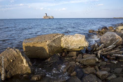 wybrzeze-morza-baltyckiego-ze-starymi-ruinami