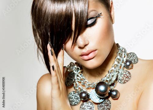 moda-glamour-piekna-dziewczyna-ze-stylowym