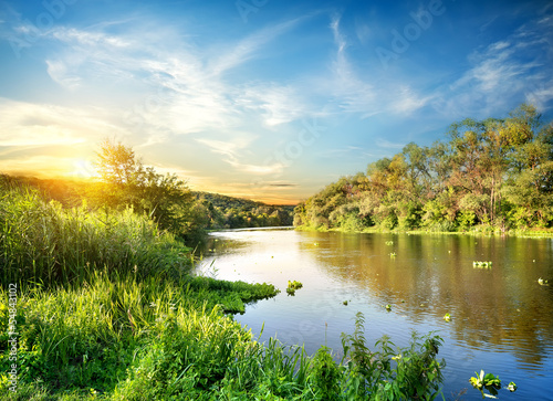 Spoed Foto op Canvas Blauwe hemel Sunrise over the forest river