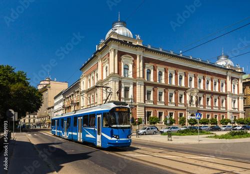 nowoczesny-tramwaj-eu8n-w-krakowie-polska