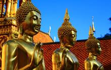 Statues De Bouddha Dorées à ...