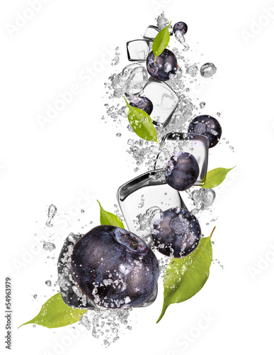 Poster Dans la glace Ice blueberries on white background