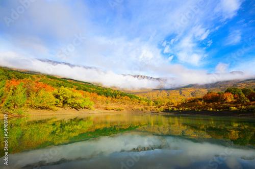 Foto auf Leinwand Rotglühen Mountain lake