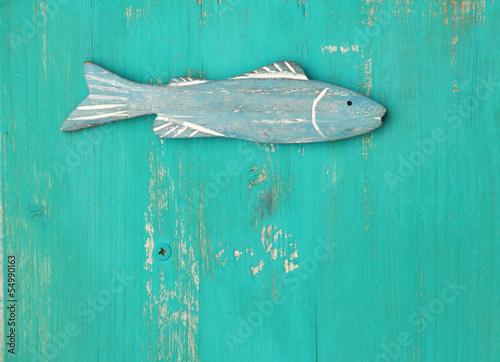 Papiers peints Nautique motorise Blauer Holzfisch auf türkisem Holzuntergrund