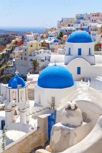 biala-architektura-oia-wioska-na-santorini-wyspie-grecja