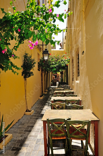 waska-ulica-w-miescie-rethymno-kreta-grecja