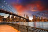 Fototapeta Nowy York - Brooklyn Bridge Park, New York City. Spectacular sunset view of