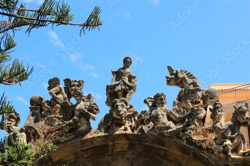 Photo Gruppo di statue di pietra
