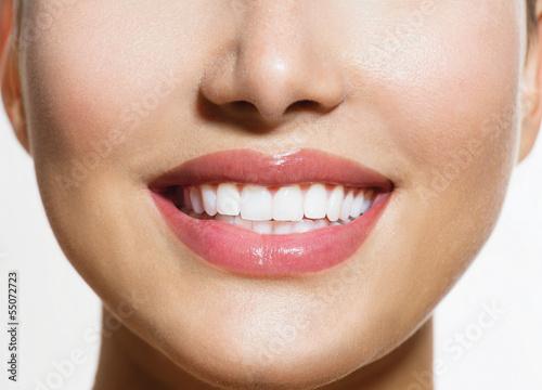 Fotografía  Healthy Smile. Teeth Whitening. Smiling Young Woman