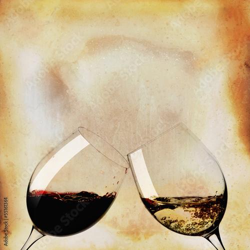 dwie-szklanki-czarnego-i-bialego-wina