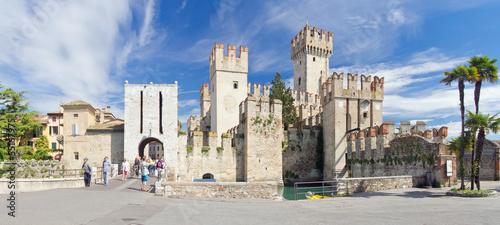 Photo  Sirmione, Gardasee, Italien, Altstadt, Festung, Hafen