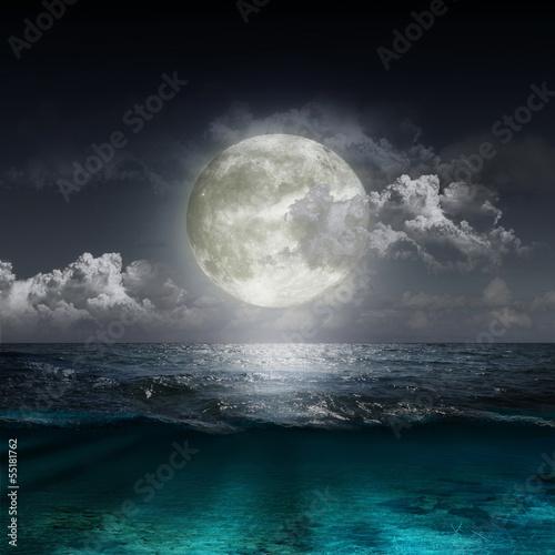 Fotobehang Volle maan moon reflecting in a lake