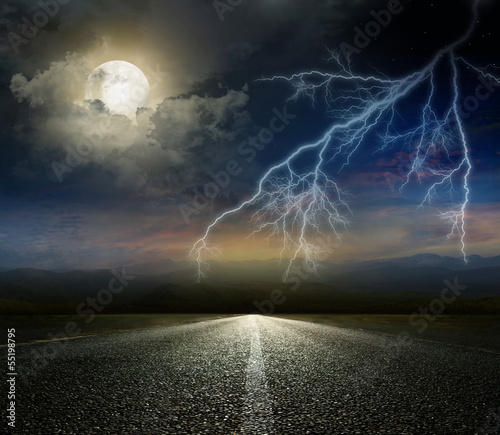Poster Pleine lune moon and lightning above the road