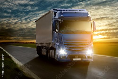 Plakat Ciężarówka o zachodzie słońca