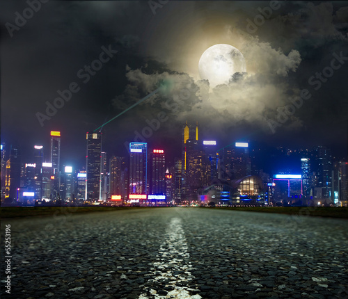 Poster Pleine lune Highway heading to the city