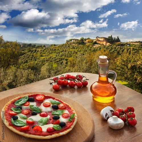 Deurstickers Toscane Italian pizza in Chianti, Tuscany landscape, Italy
