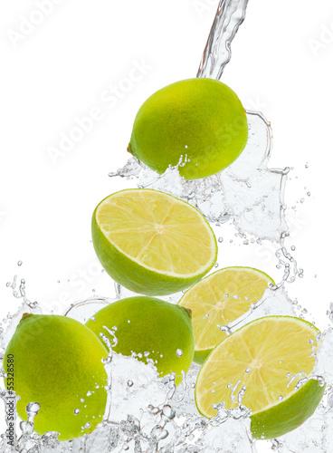 swieza-limonka-w-plusk-wody