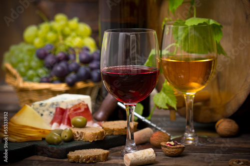 Fotografiet  Wine and cheese