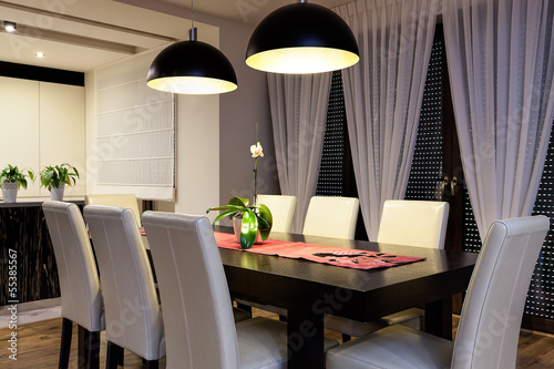 Fotomural  Urban apartment - Wooden table