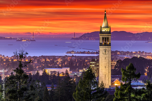 Spoed Foto op Canvas San Francisco Dramatic Sunset over San Francisco Bay and the Campanile