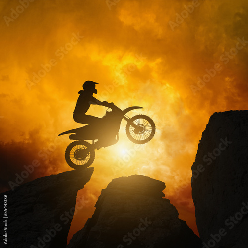 Poster Motocyclette Motorcircle rider in rocks