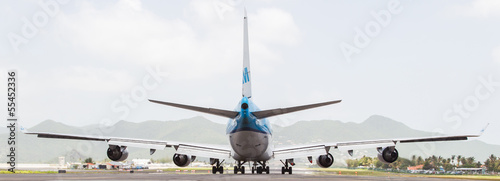 Tela  ST MARTIN, ANTILLES - JULY 19, 2013: Boeing 747 aircraft on ther