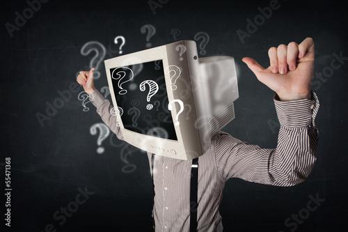biznesmen-z-komputerowa-monitor-glowa-i-znakami-zapytania