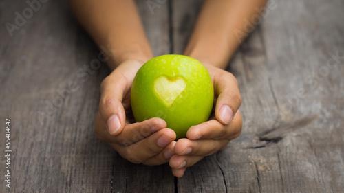 Foto op Aluminium Vruchten Green Apple with engraved heart