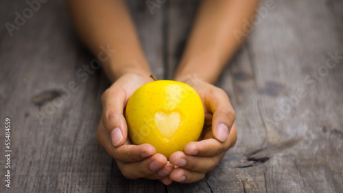 Foto op Aluminium Vruchten Yellow Apple with engraved heart