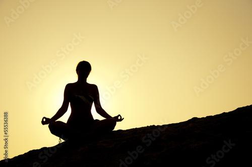 Fotobehang School de yoga Seaside yoga poses at sunrise